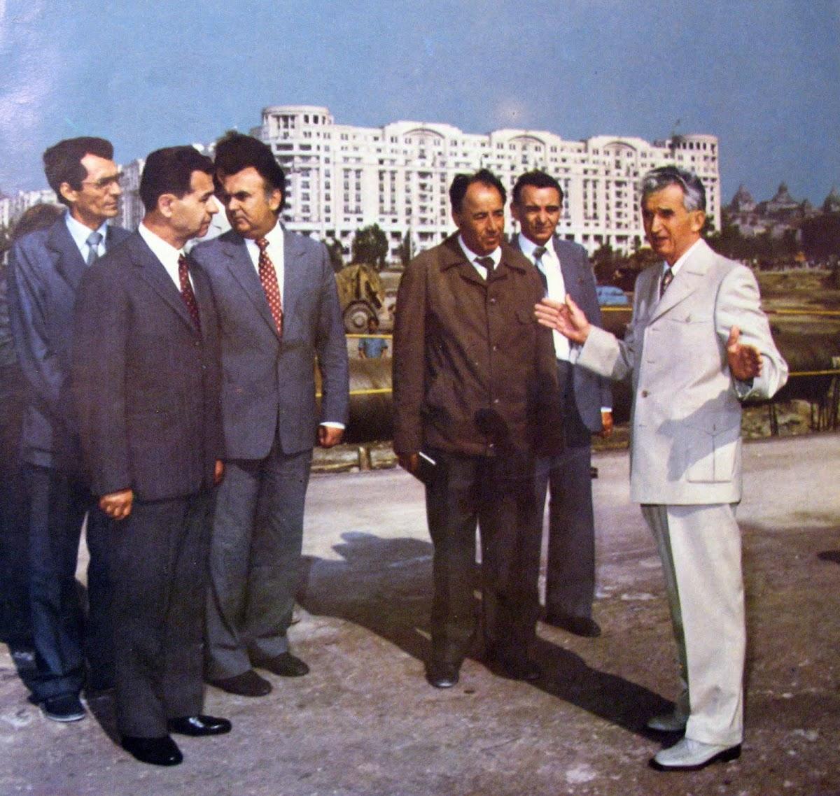 http://3.bp.blogspot.com/-Evurwv83PWU/TjuZKfzNYUI/AAAAAAAABLc/yvj8eEBO8oU/s1200/Ceaucescu+white+suit.jpg