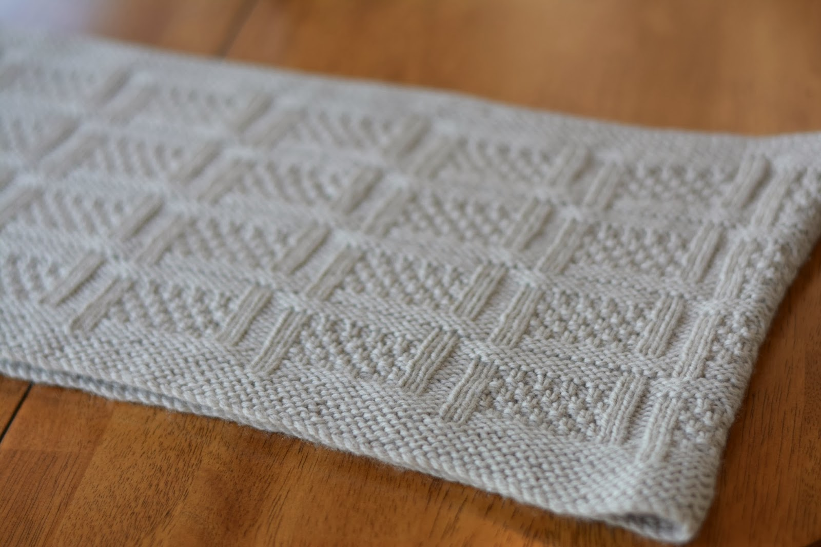 Brookstone cowl - textured cowl knitting pattern