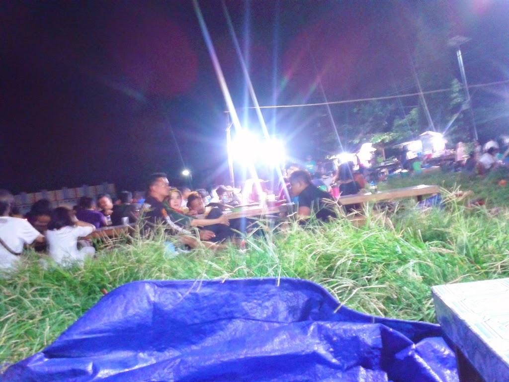 Ratusan wisawatan memenuhi Alun-alun Karimunjawa