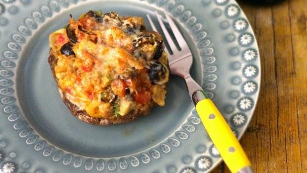 Receita de cogumelos portobelo recheados com chouriço e legumes