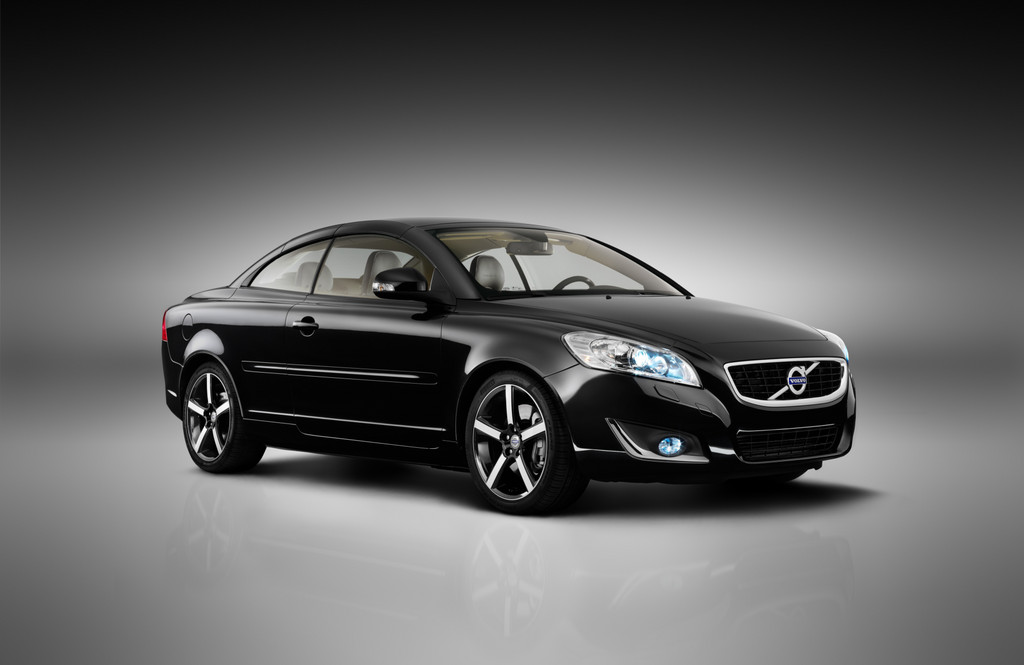 LA 2011  Volvo brings special model of the C70 Inscription