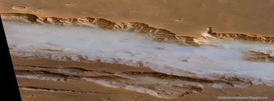 Couverture Facebook de plus grand canyon du système solaire8