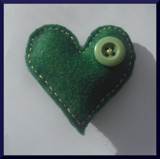 broche corazón fieltro verde