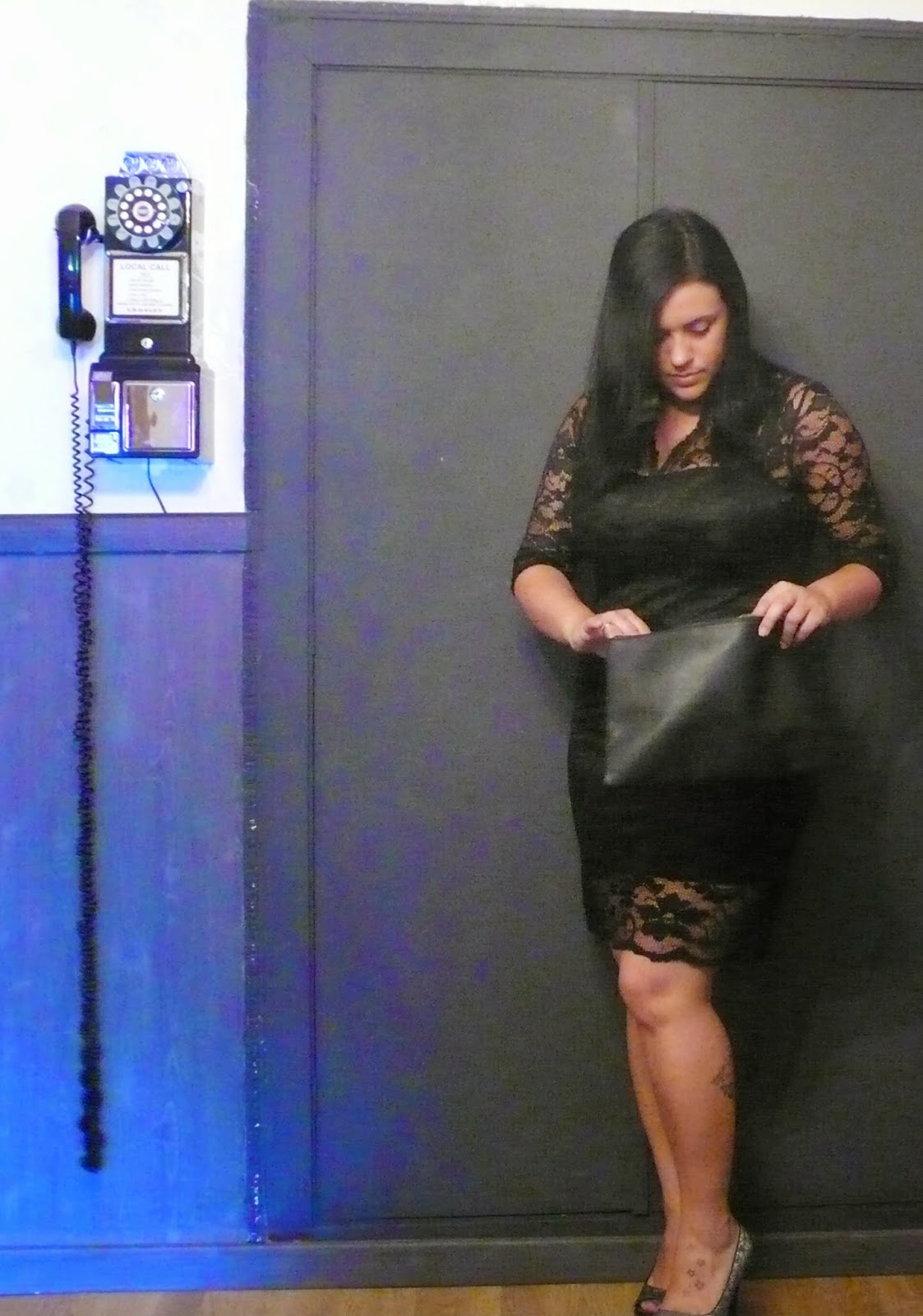 http://www.oasap.com/dresses/41276-slim-bodycon-lace-dress.html?fuid=98518