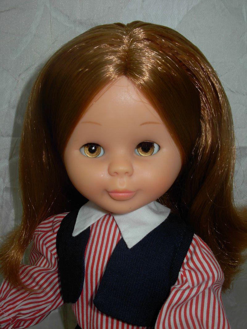 Preciosa Nancy articulada con conjunto Colegiala original de los 70