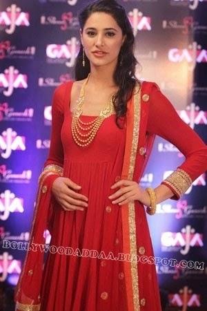 Nargis Fahkri :Nargis fahkri Latest Unseen Rare Hot Pics [HD]