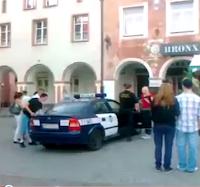 escapar de un coche de la policia
