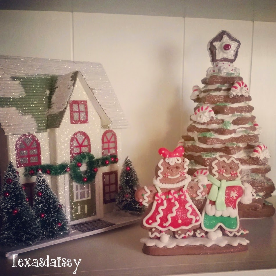 A Howard House Christmas Tour of A Gingerbread Kitchen 9