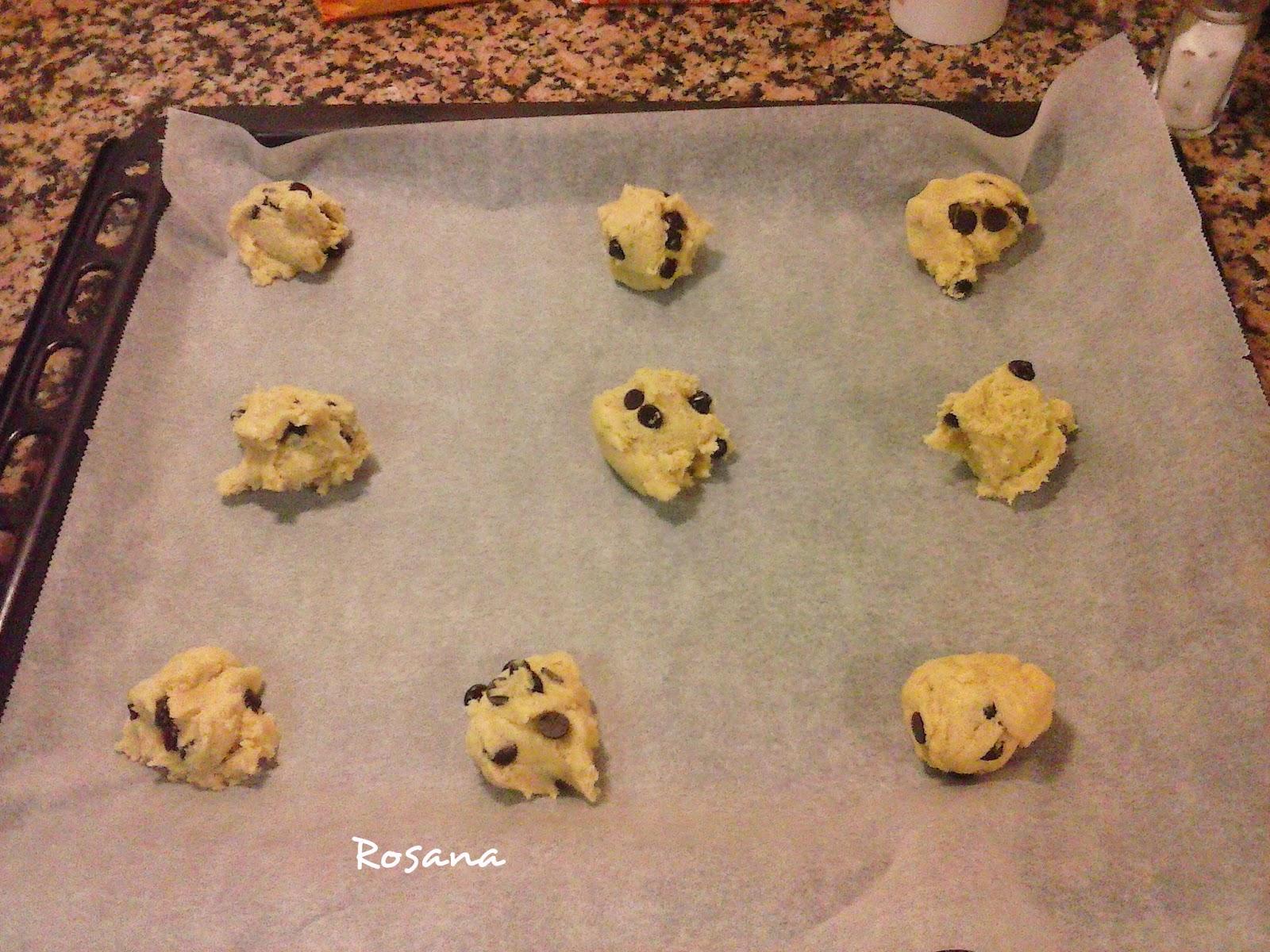Preparando las galletas en la bandeja