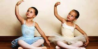Anak-Anak Perempuan Belajar Balet