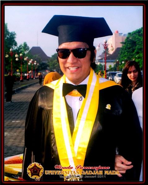 Wisuda MBA Ikang Fawzi dari FEB UGM, Jan 2011