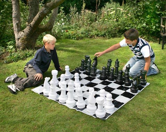 Tablero gigante de ajedrez boda tu boda de ensue o for Ajedrea de jardin