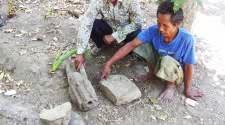 Toyipur menemukan tiga batu peninggalan kerajaan Majapahit