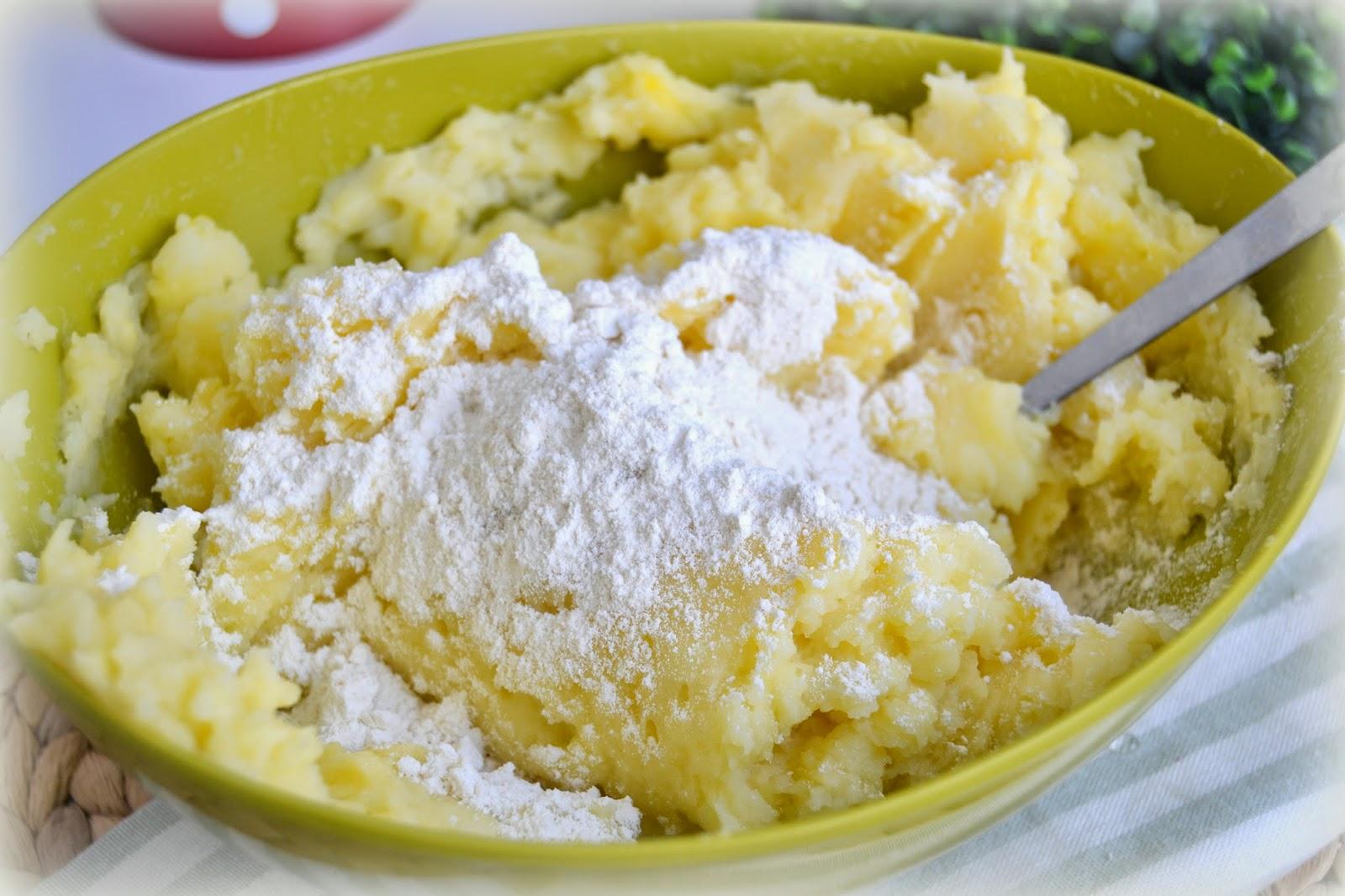 Masa para ñoquis o gnocchi. Receta típica italiana, fácil, rápida, casera.