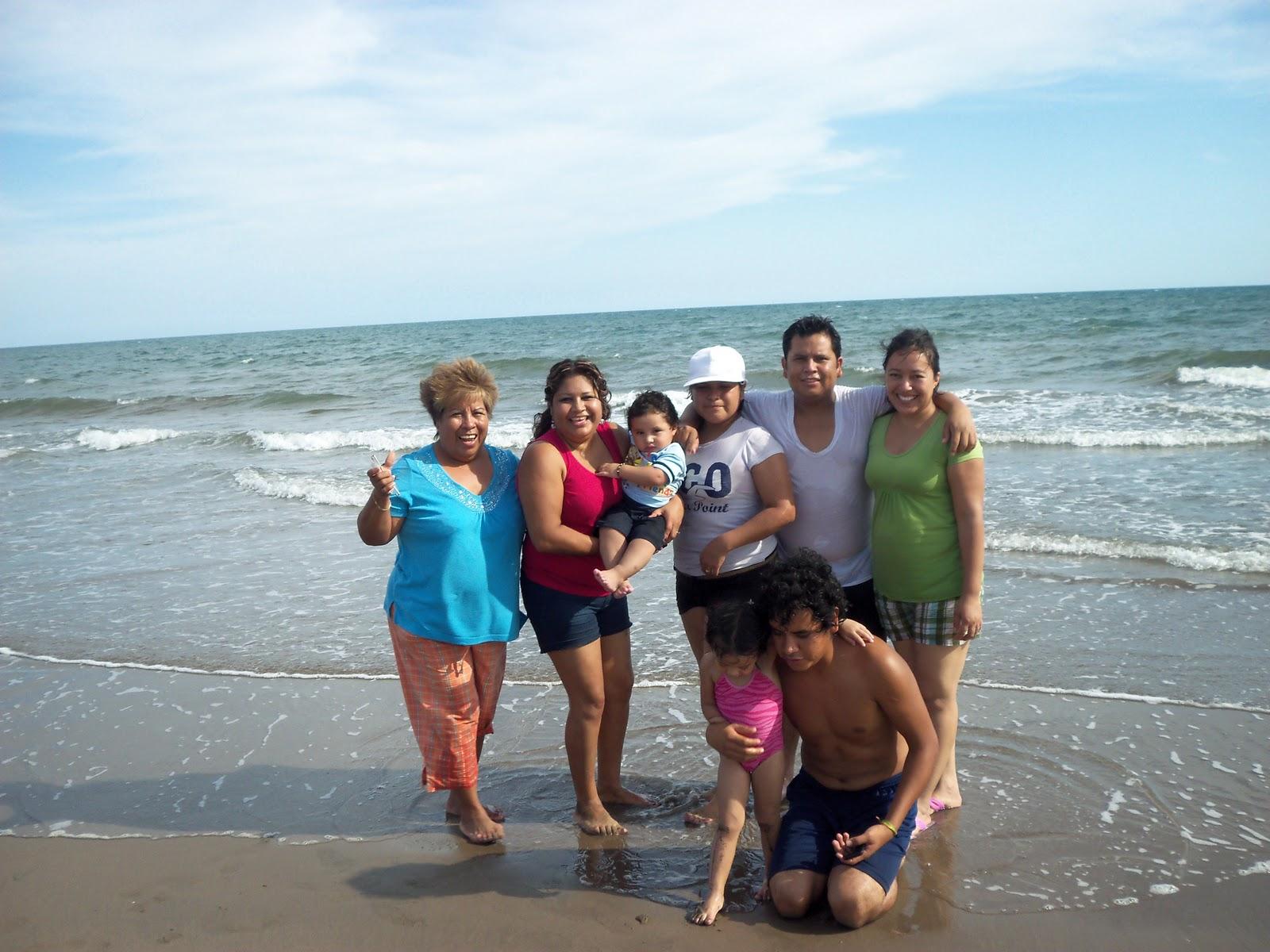 Hermanas pelirrojas en la playa