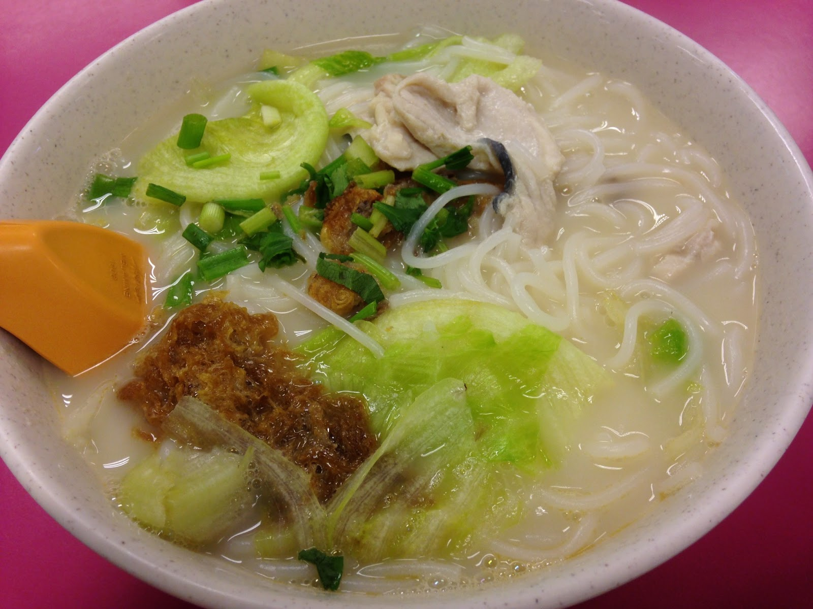 Foodiefc woodlands fried fish soup changi airport t2 for Fish broth soup