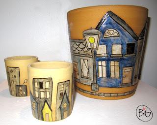 urna och små burkar med stad