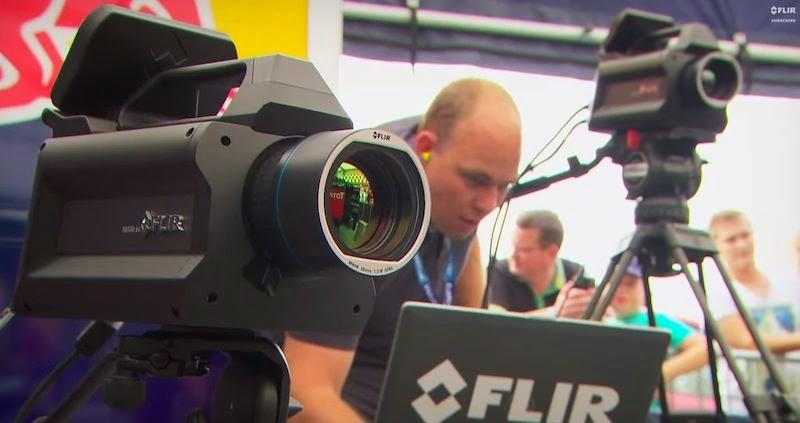 【動画】レッドブルのF1マシンをサーモグラフィーで撮影した映像が美しい!