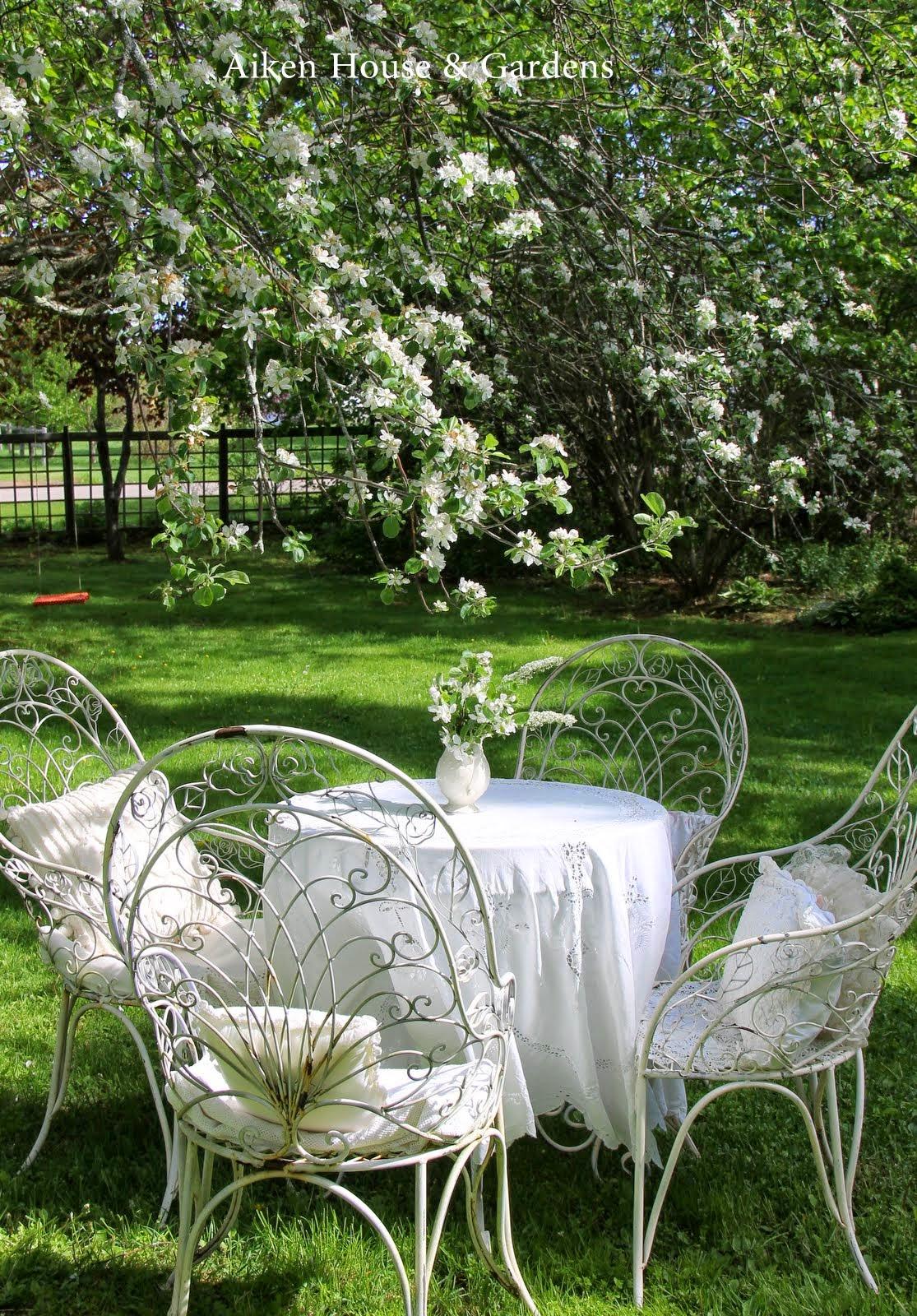 aiken house gardens a white garden tea. Black Bedroom Furniture Sets. Home Design Ideas