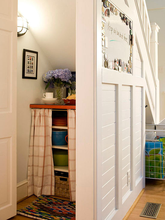11 organized small living spaces to inspire you for Open closets small spaces