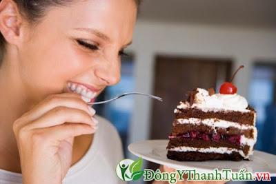 Hạn chế ăn đồ ngọt để tránh bị viêm lợi ở bà bầu
