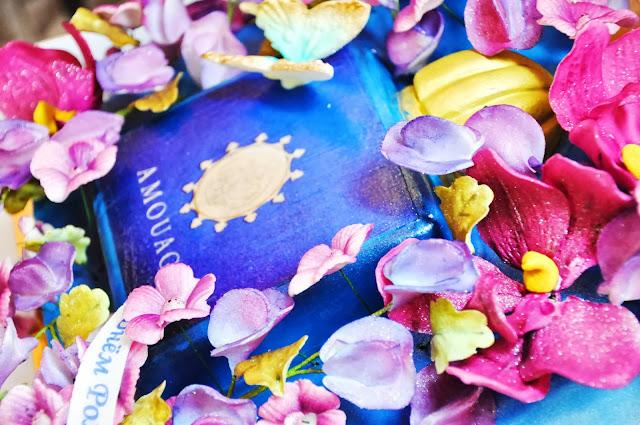 праздничный торт из мастики с розовыми цветами