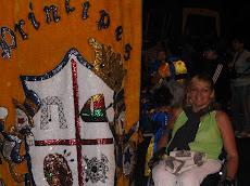 Carnaval en Buenos Aires. En la Avenida San Juan con el Estandarte de la Murga Los Príncipes