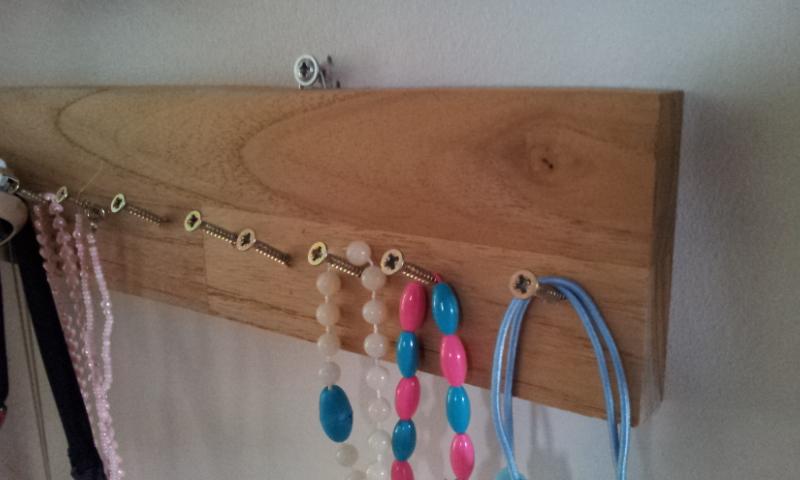 pas que pour les filles fabriquer un porte bijoux mural pour quelques euros. Black Bedroom Furniture Sets. Home Design Ideas