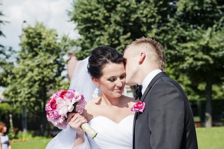 Różowy bukiet ślubny z piwoniami