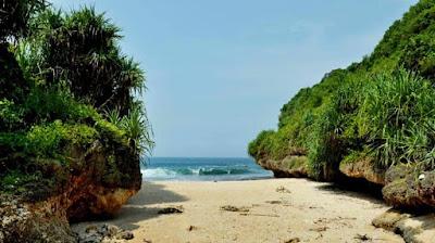 Suasana Pantai Srakung