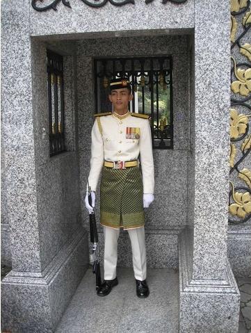 Yahudi Zionis Kutuk Pakaian Istiadat Tentera Malaysia