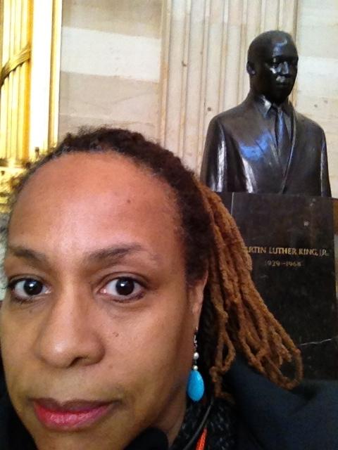"""<img src=""""image.gif"""" alt=""""Dr Martin Luther King Jr bust"""" />"""