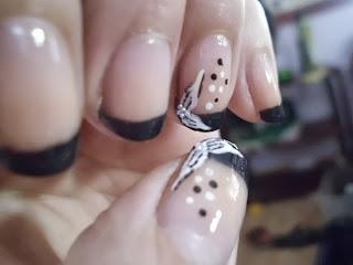 manicura francesa gris