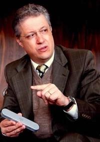 biólogo e professor Nelio Bizzo