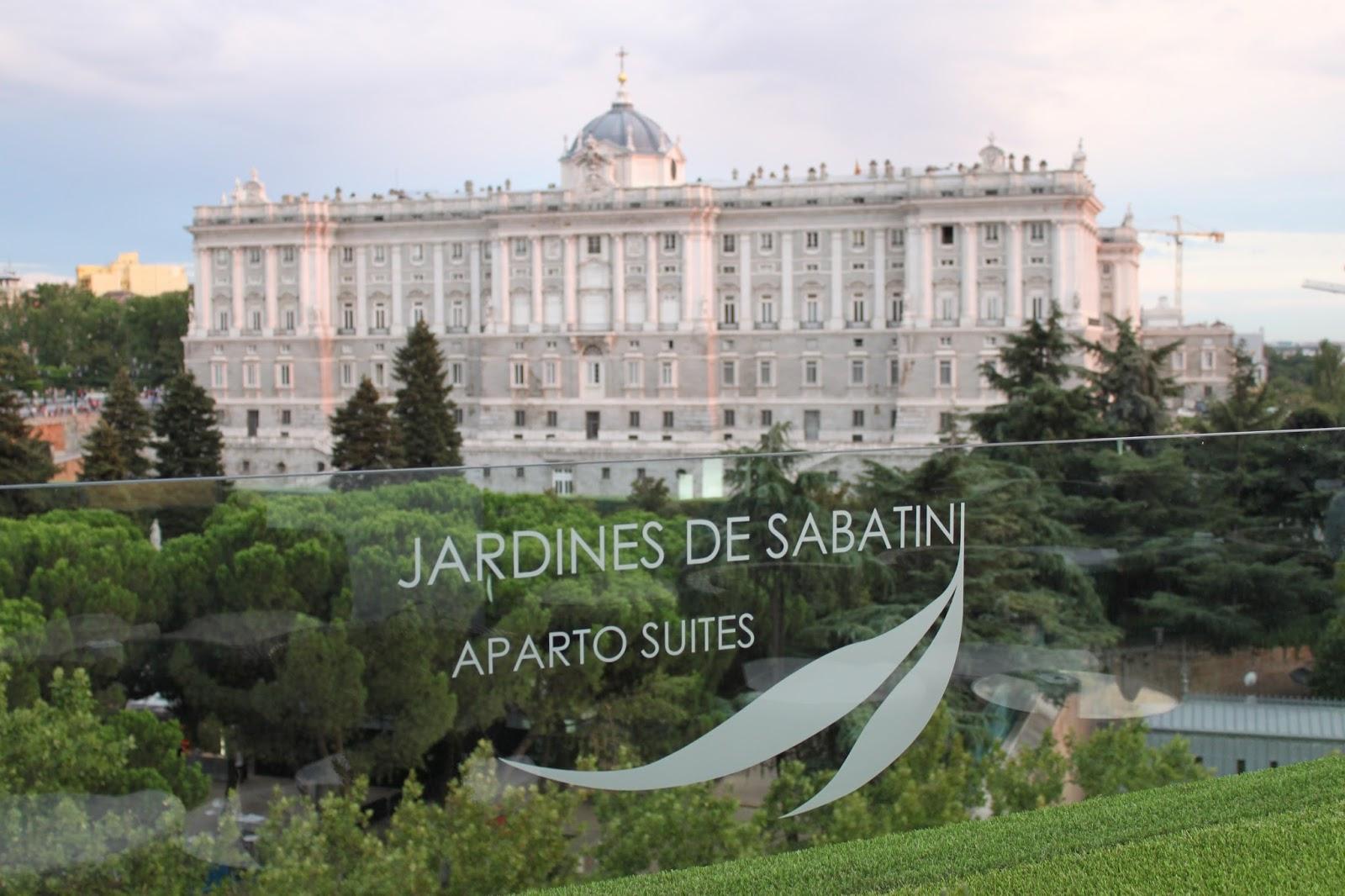 Apartosuites jardines de sabatini peque a gran postal de for Restaurante jardines de sabatini