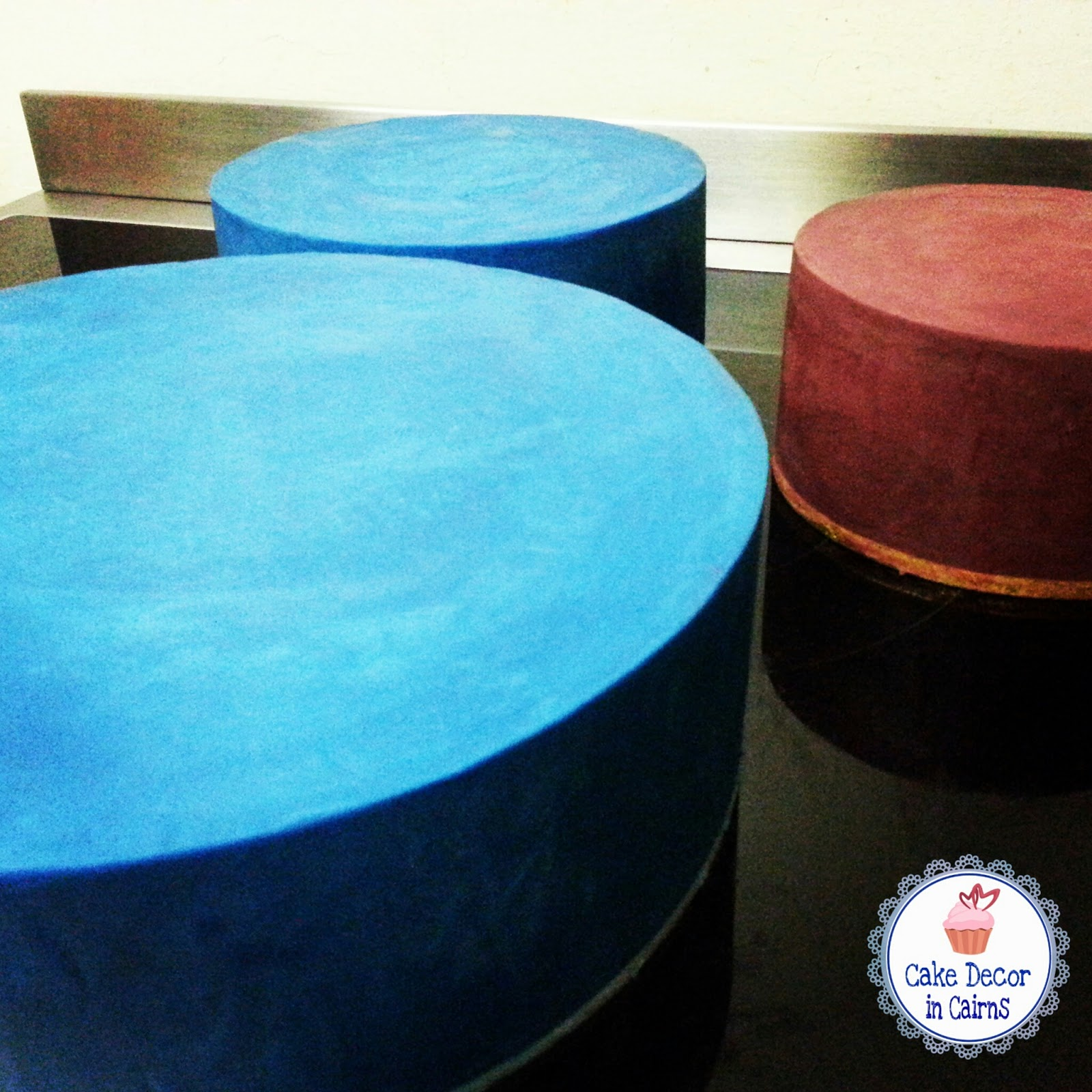 Blue and Maroon tinted / coloured / colored ganache cakes