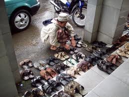Tips Mencegah Pencurian Sandal di Masjid (ala TeamLo)