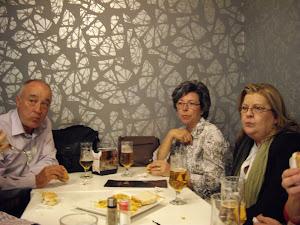 Cena con amigos después de la exposición en Granada