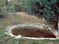 Bassa artificial a la Serra de Les Torretes