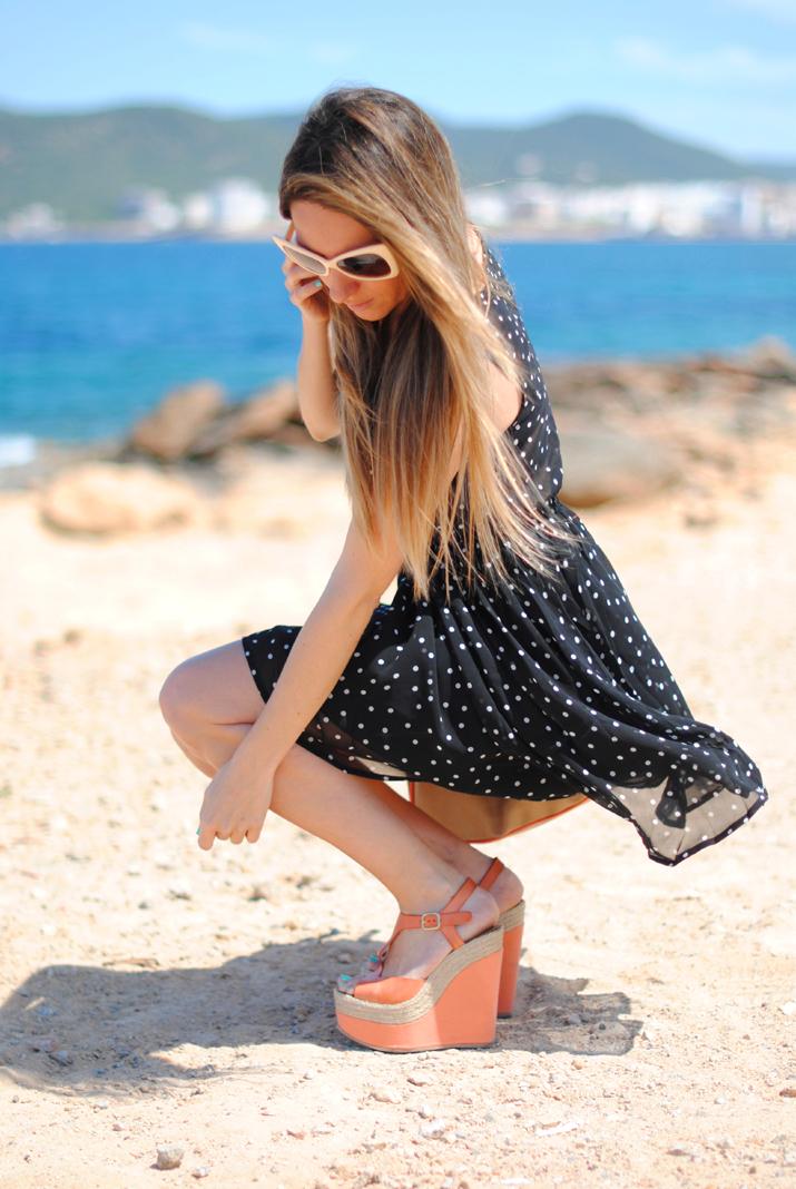 Outfit con vestido topos en blog de moda de Barcelona