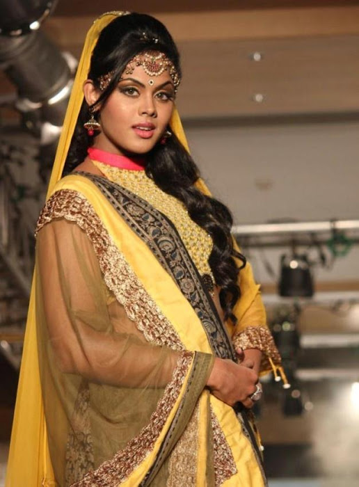 karthika rwalk at cifw 2012 hot photoshoot