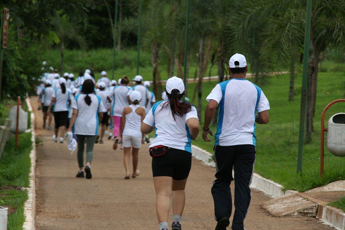 Essa sou eu correndo mais o meu esposo! Graças a Deus tenho um grande parceiro que me motiva.