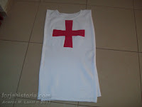 sobrevesta con cruz templaria