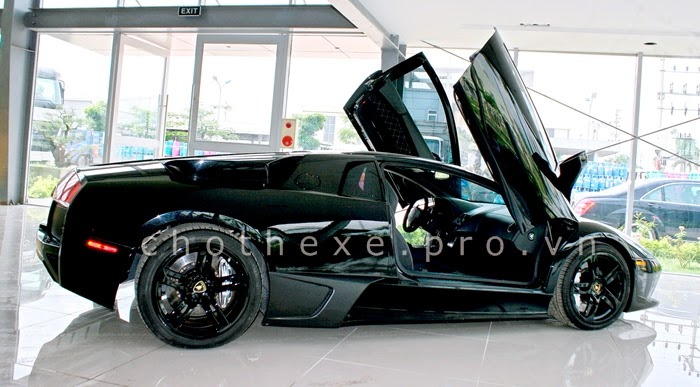 Thuê siêu xe Lamborghini Mucielago đen 1