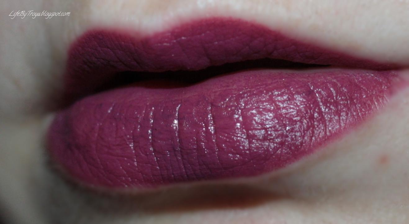 Сатиновая губная помада фото
