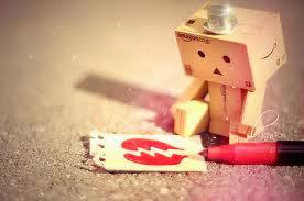 Gambar boneka danbo patah hati
