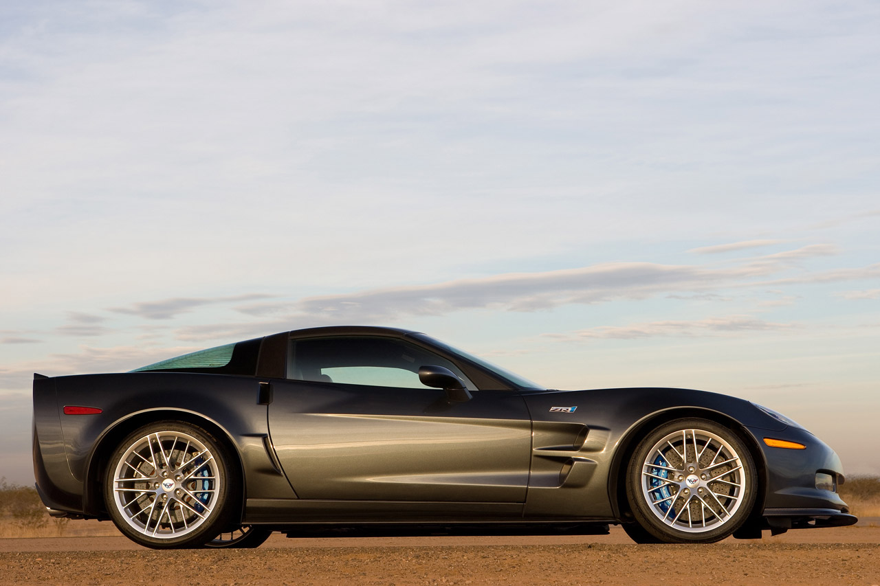 http://3.bp.blogspot.com/-F0i_Qeg07cQ/UKI-2FTB9CI/AAAAAAAAG30/GMUPndyOCS4/s1600/2011-Chevrolet-Corvette-ZR1-side-wallpaper.jpg