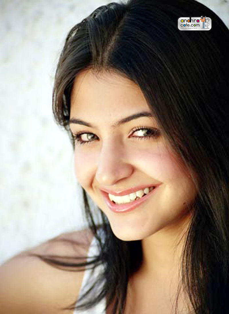 Anushka Sharma Smile