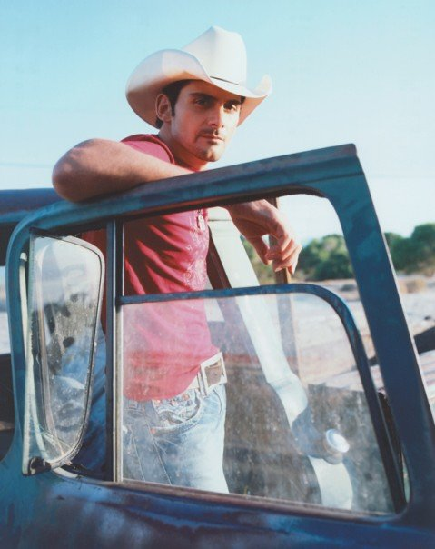 brad paisley shirtless pics. gorgeous Brad Paisley.