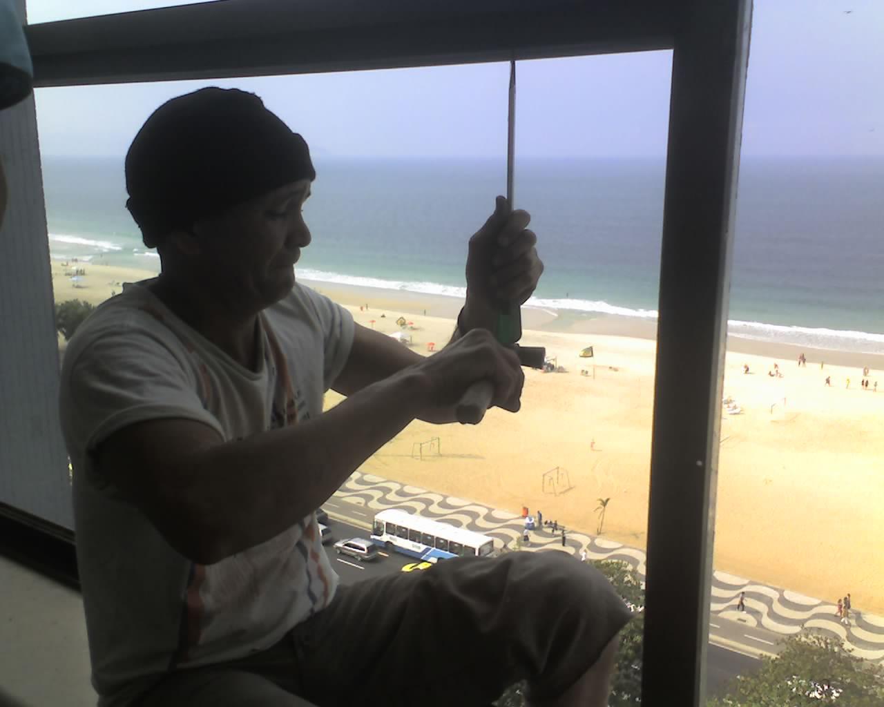 EDG serralheria: Troca de janelas Edf Chopin em copacabana. #B07E1B 1280x1024 Banheiro Com Janela Em Cima Da Pia